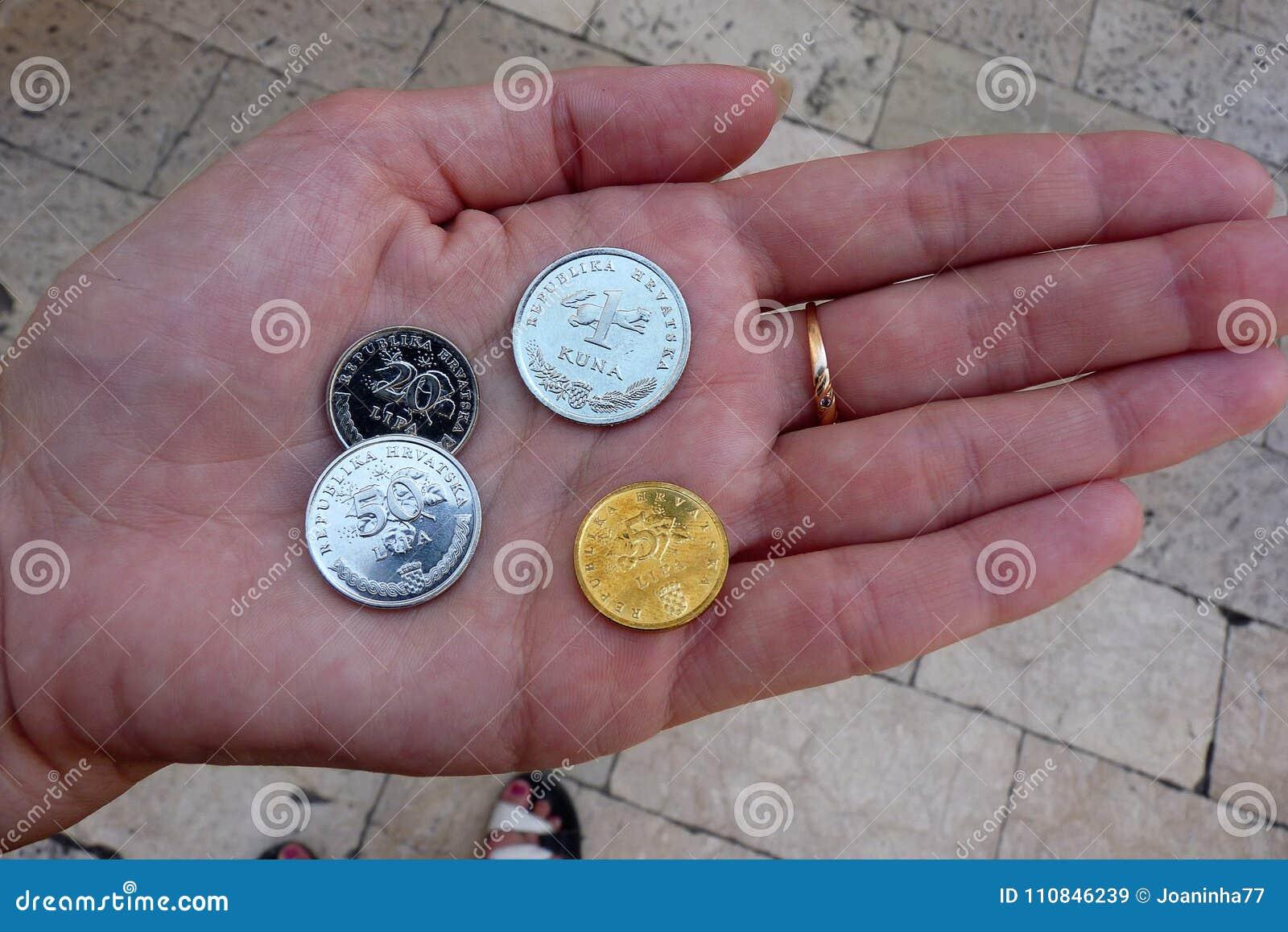 Münzen Von Kroatien An Hand Nahaufnahme Stockbild Bild Von