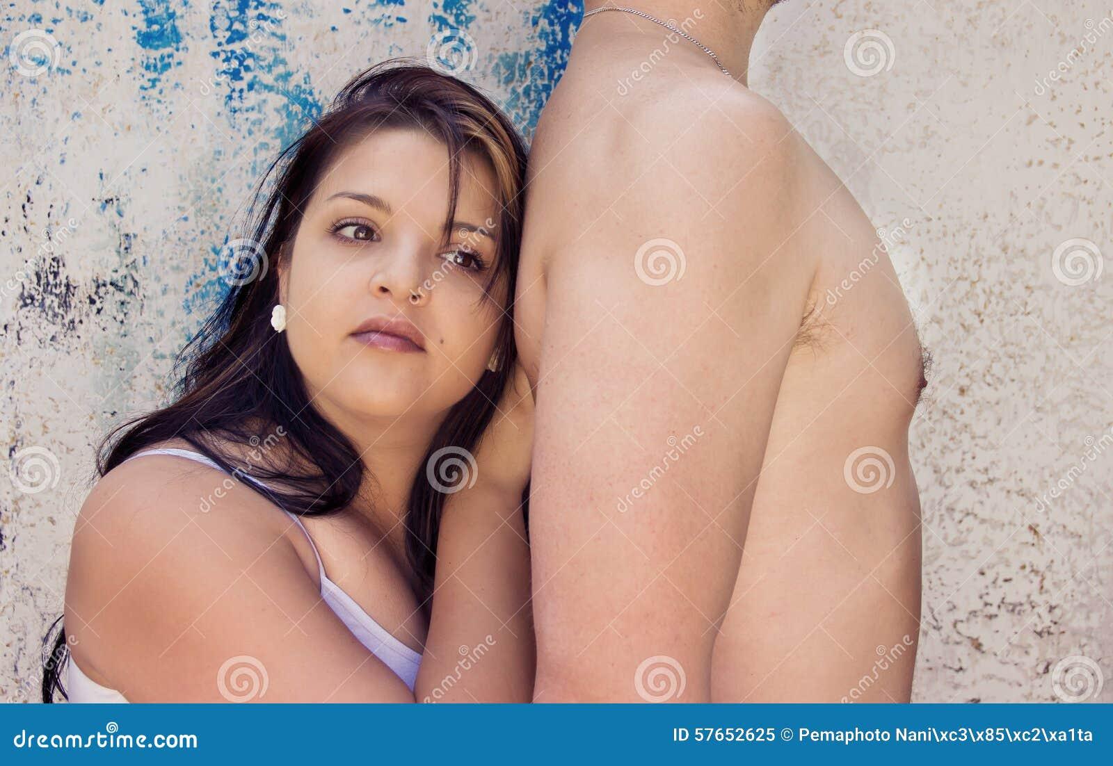 Mąż żona jest Oparta na mężczyzna Z powrotem