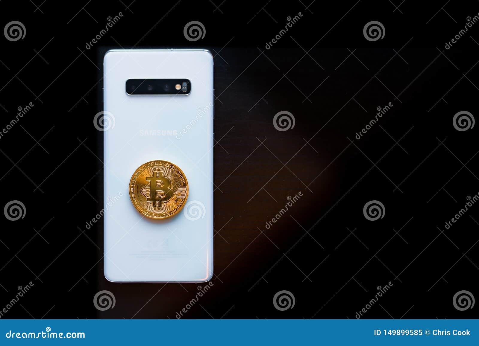 Mądrze telefon z badaniem lekarskim Bitcoin na wierzchołku