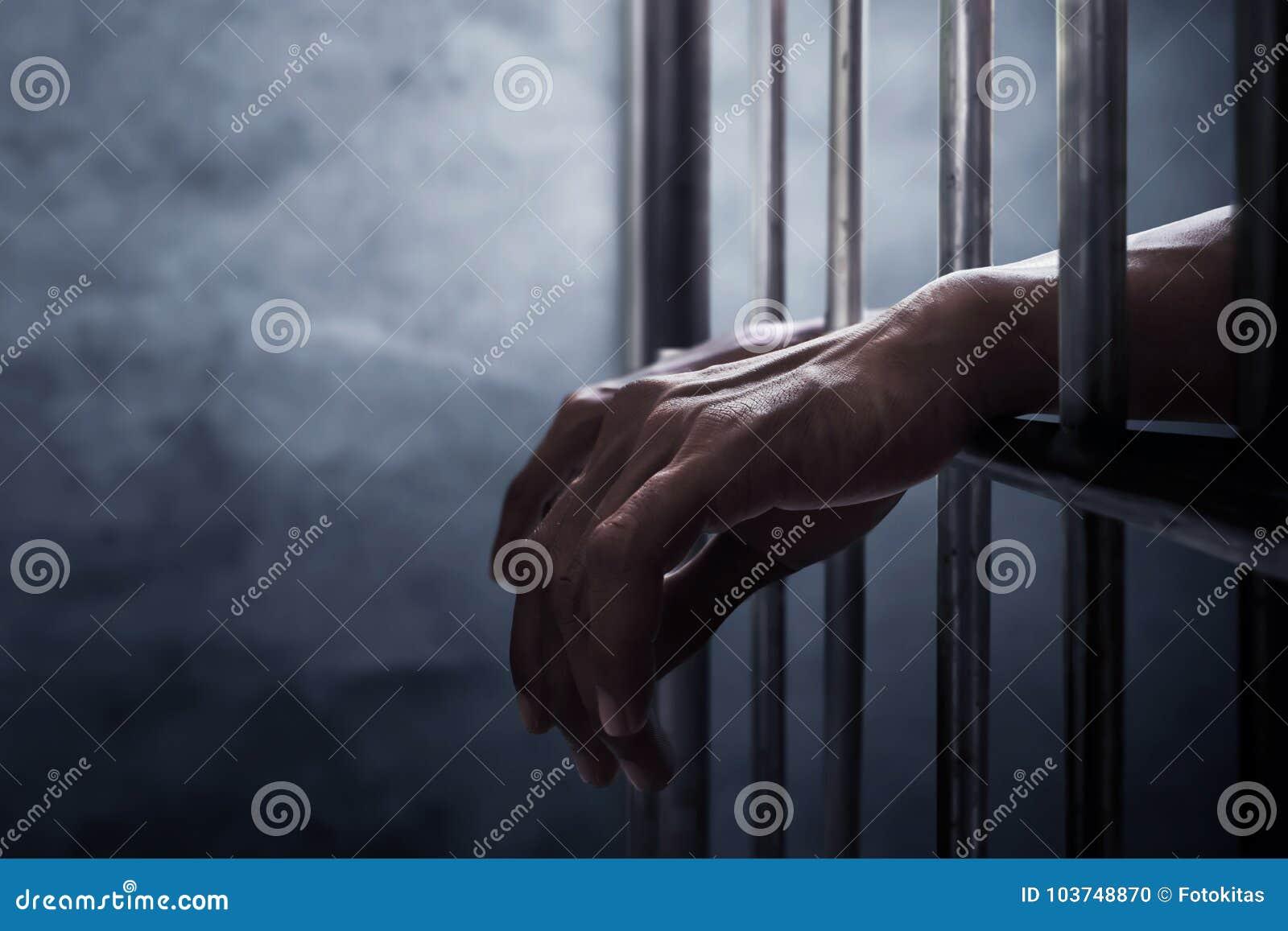Mężczyzna łapać w pułapkę w więzieniu