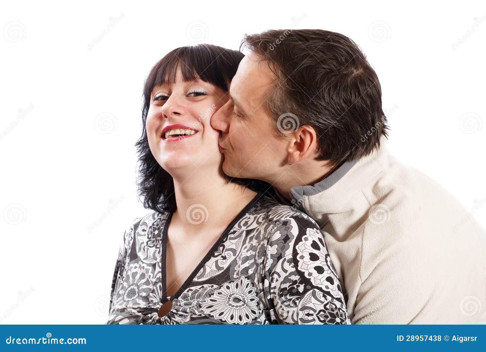 Mężczyzna całuje kobiety