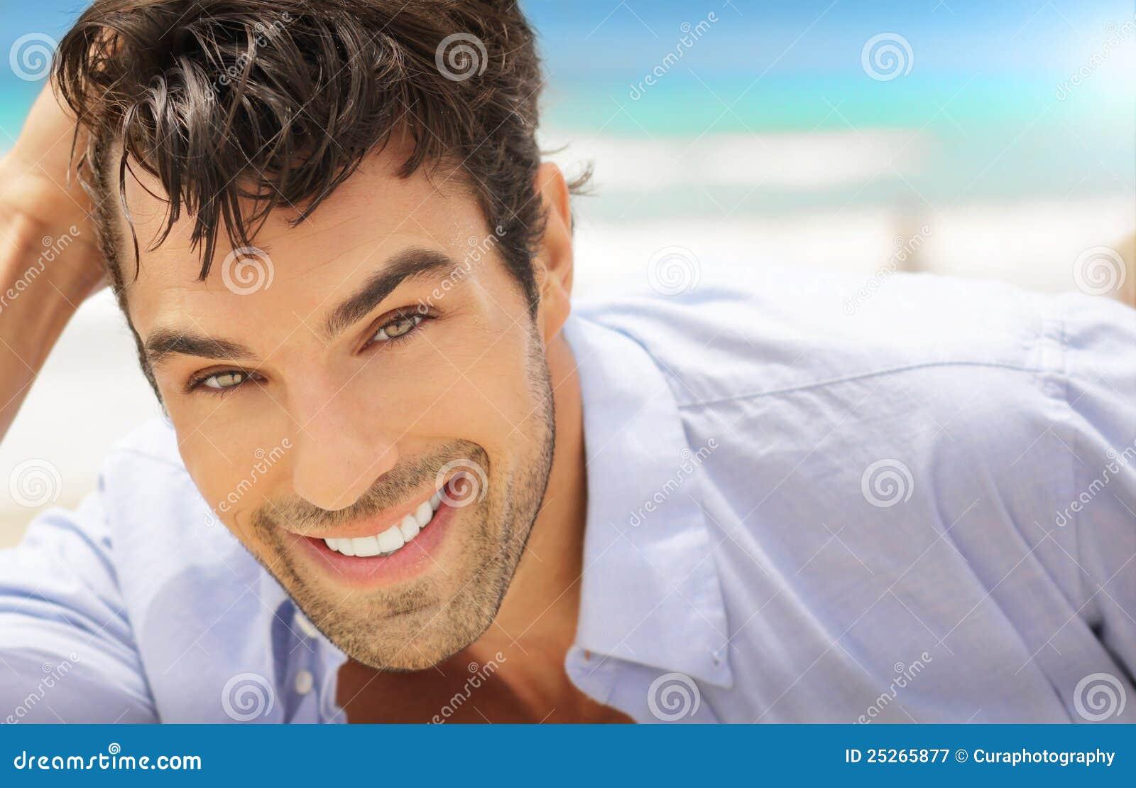 Mężczyzna duży uśmiech