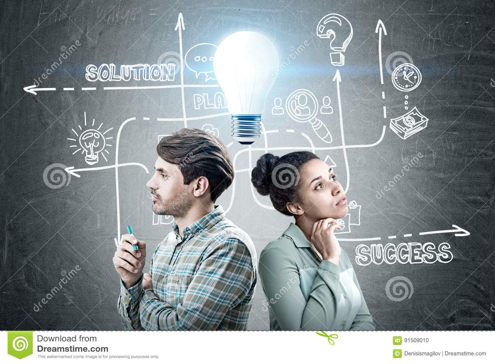 Mężczyzna i kobieta z biznesowym pomysłem