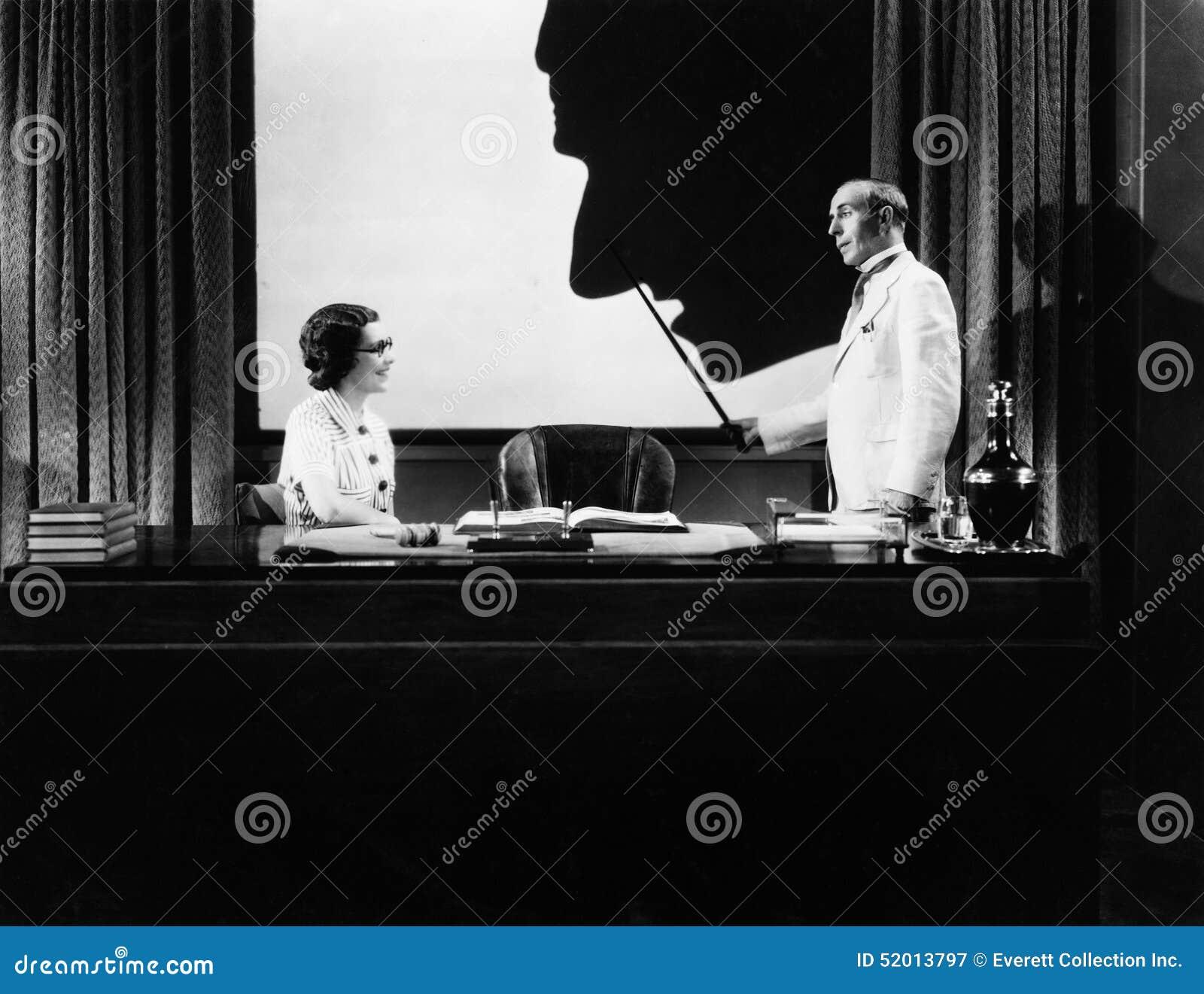Mężczyzna i kobieta z sylwetką ogromny nos (Wszystkie persons przedstawiający no są długiego utrzymania i żadny nieruchomość istn