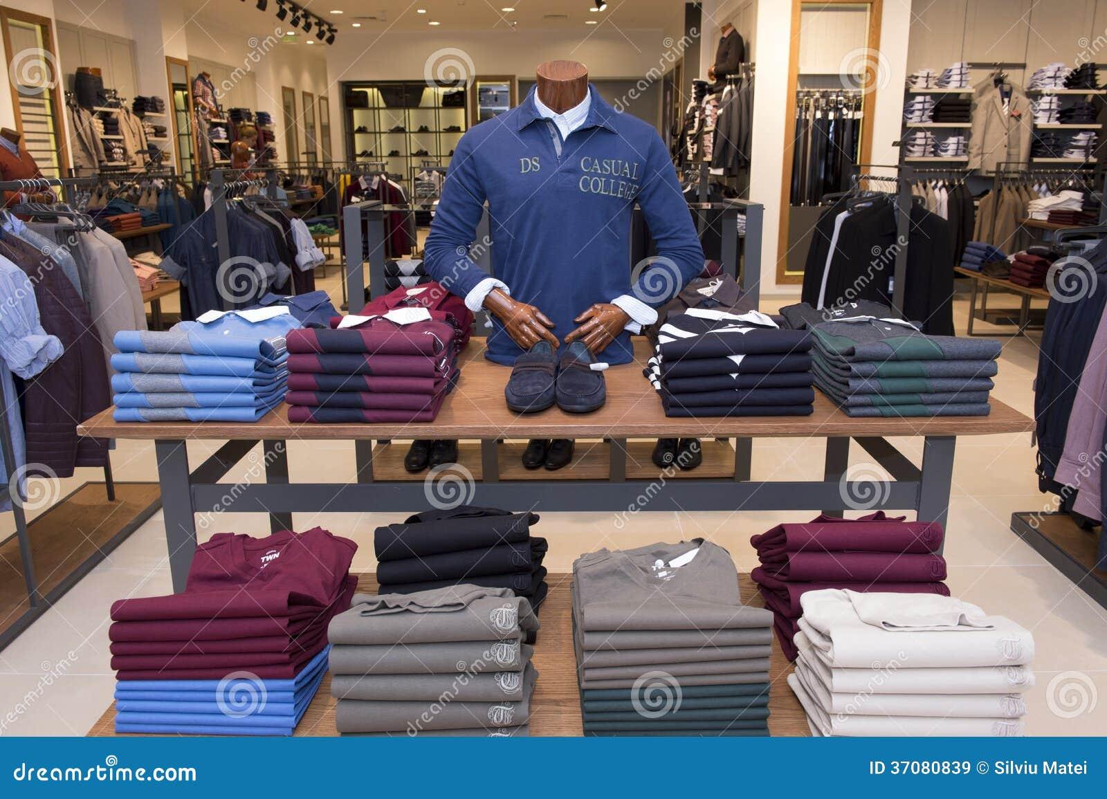 Download Mężczyzna Odziewa W Centrum Handlowym Obraz Stock Editorial - Obraz złożonej z uorganizowany, pokaz: 37080839