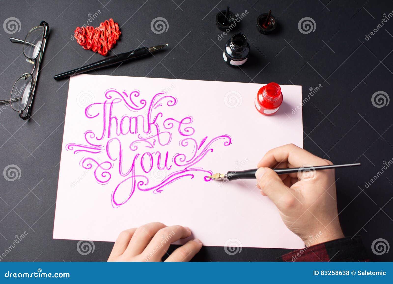 Mężczyzna pisze dziękować ciebie zauważać