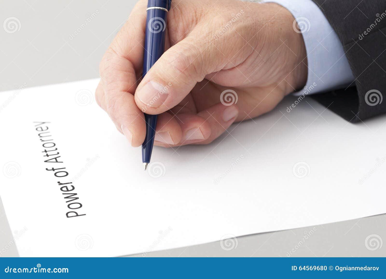 Mężczyzna Pisze pełnomocnictwie