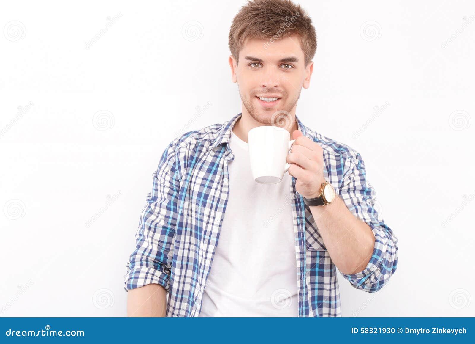 Mężczyzna przystojny odosobniony biel