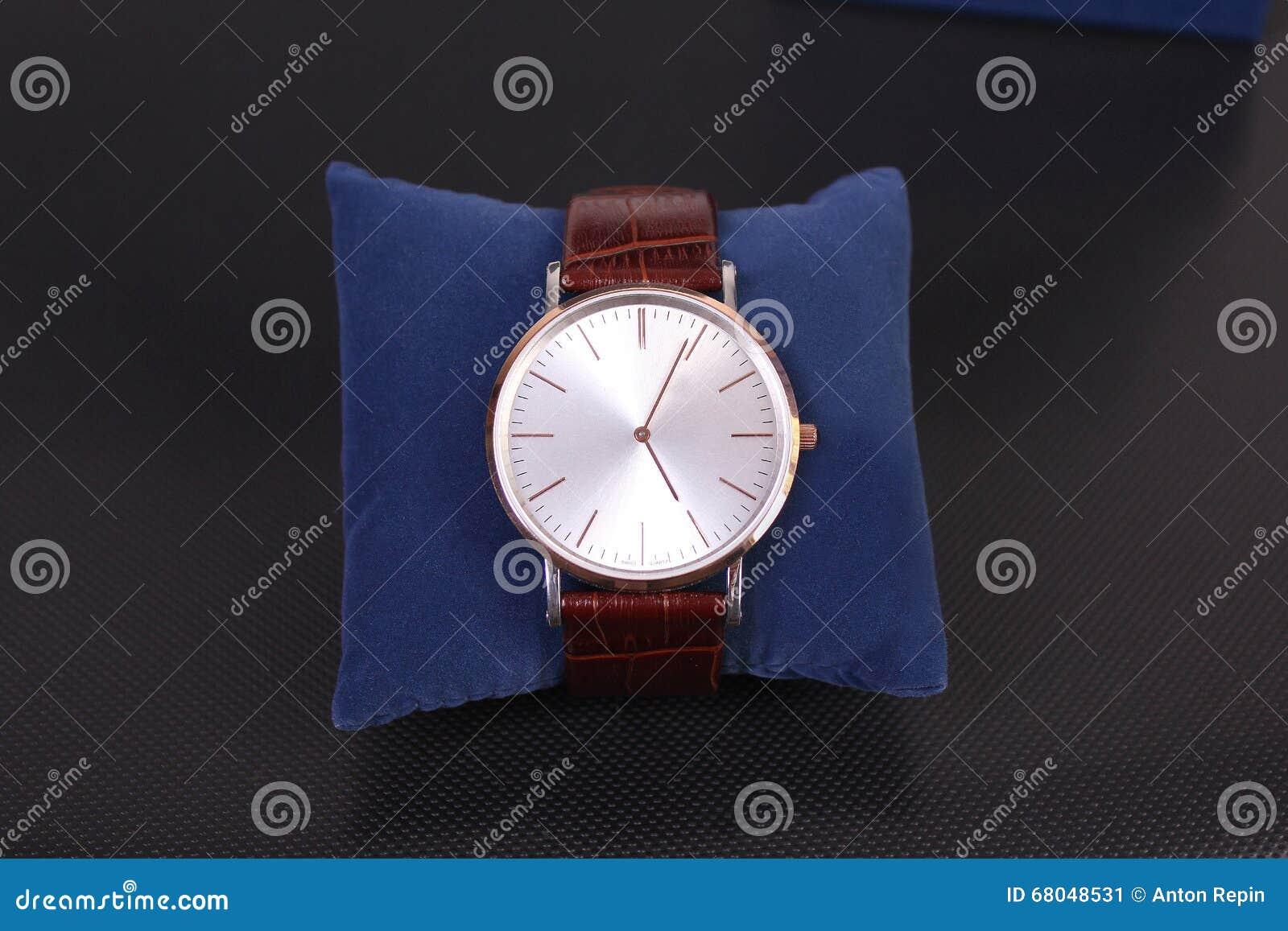 Mężczyzna s zegarka nadgarstek