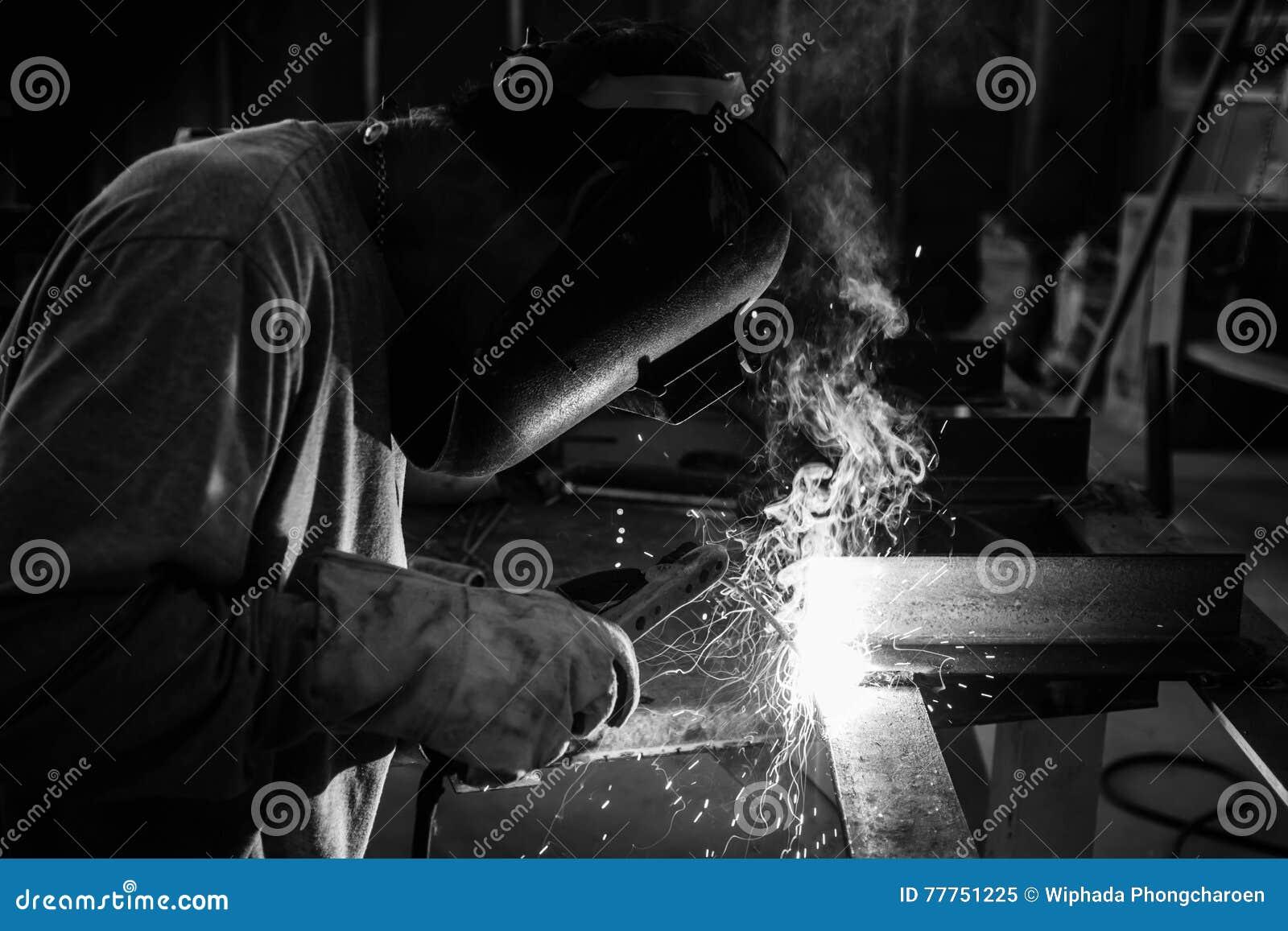 Mężczyzna spawu praca