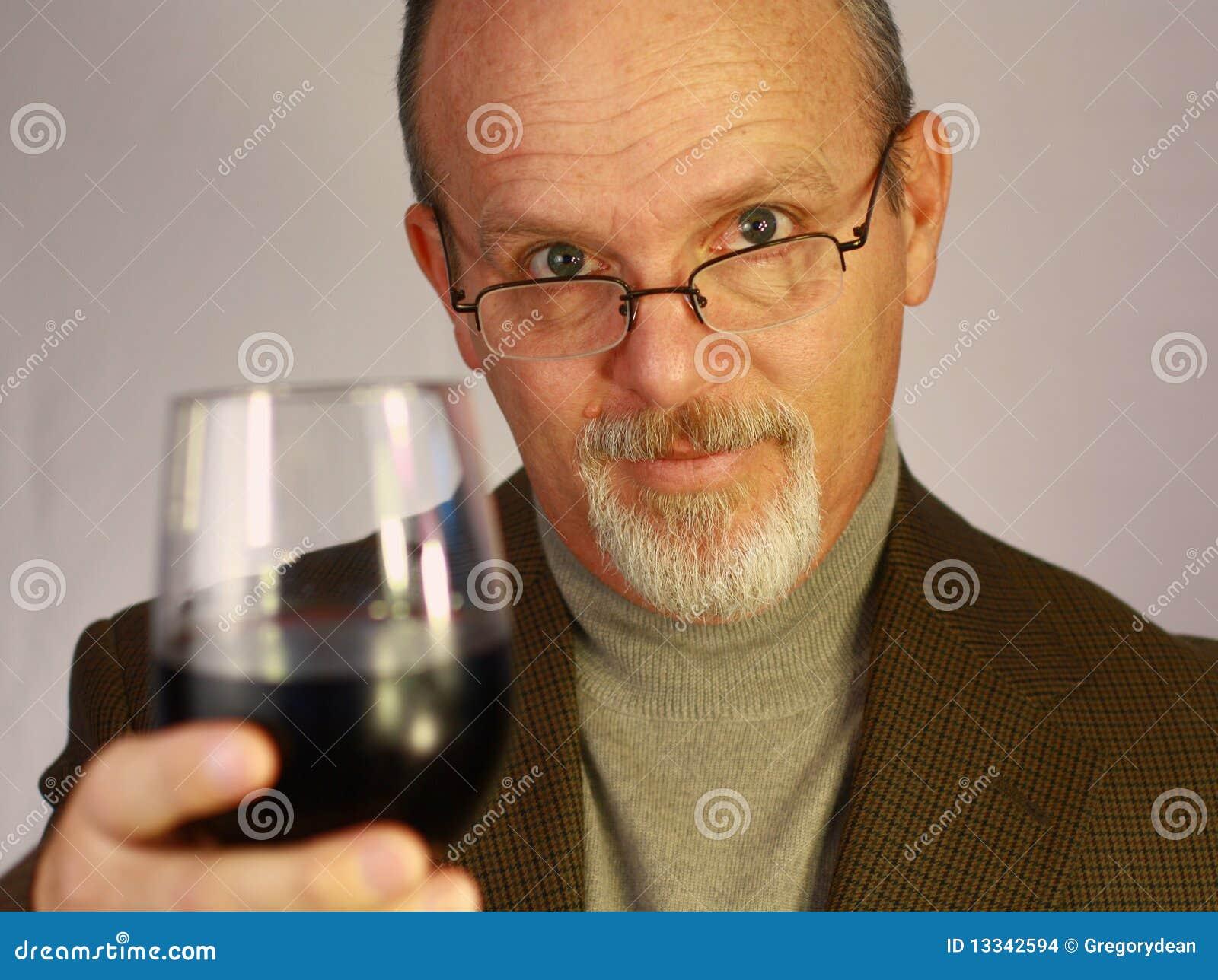 Mężczyzna szklany wino