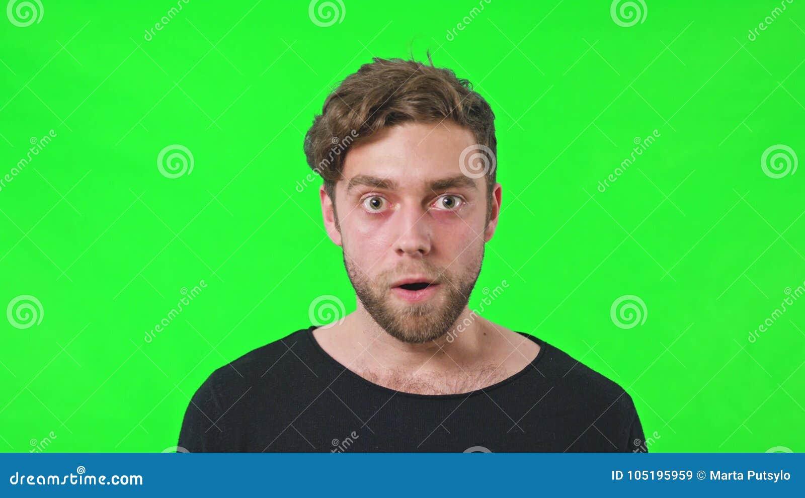 Mężczyzna twarzy niespodzianka z uśmiechem