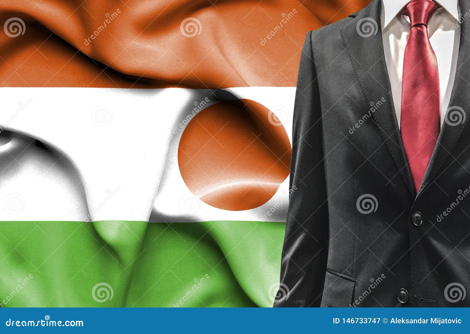 Mężczyzna w kostiumu od Niger