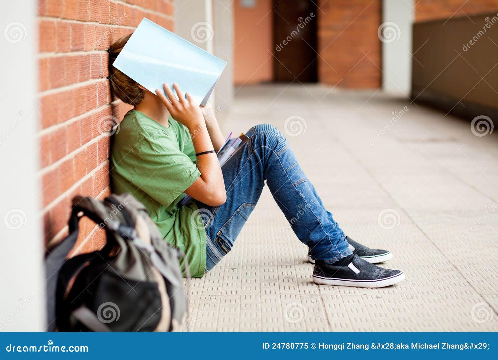 Męczący szkolny uczeń