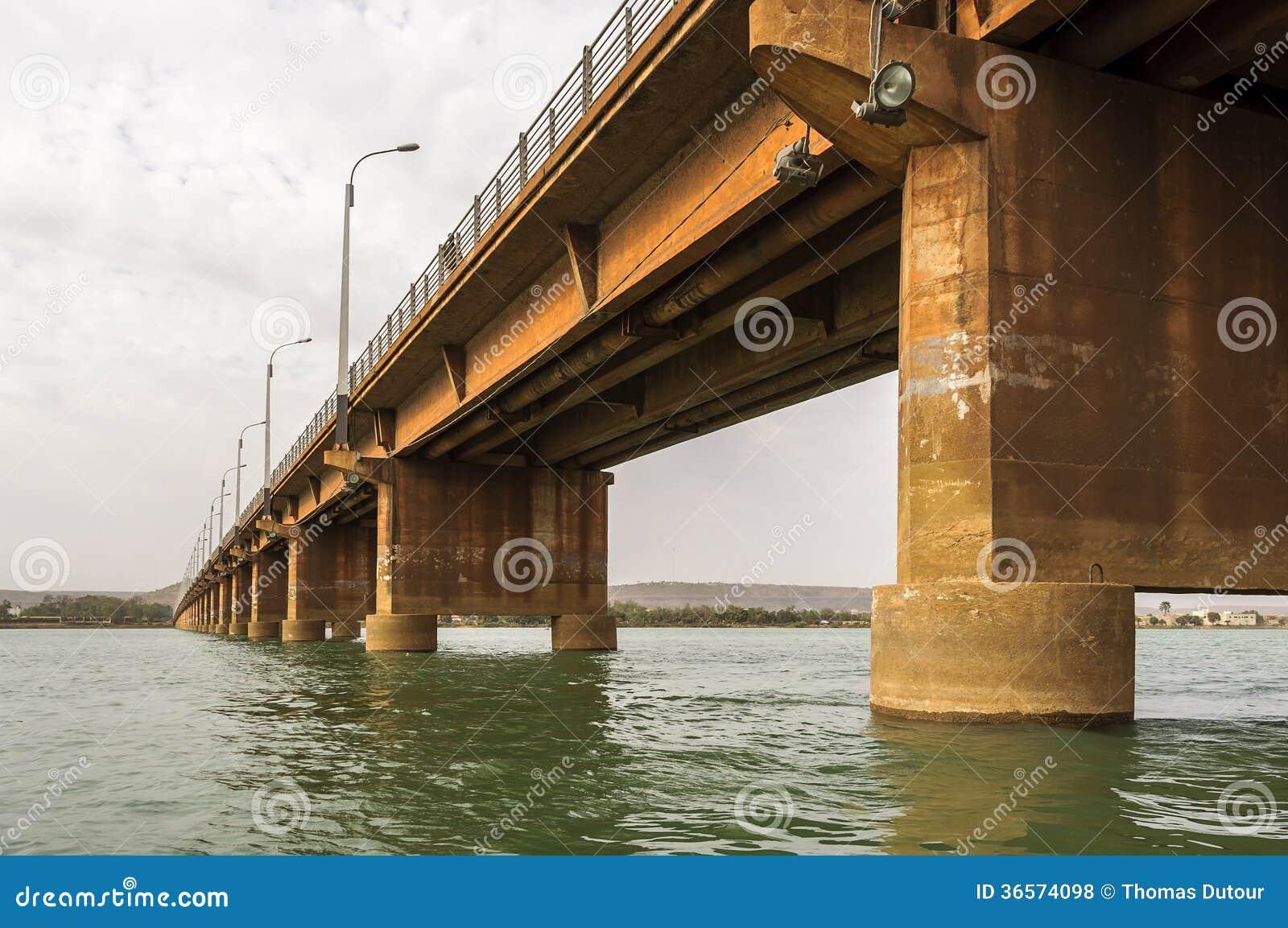 Męczennicy Przerzucają most w Bamako (Pont des męczennicy)
