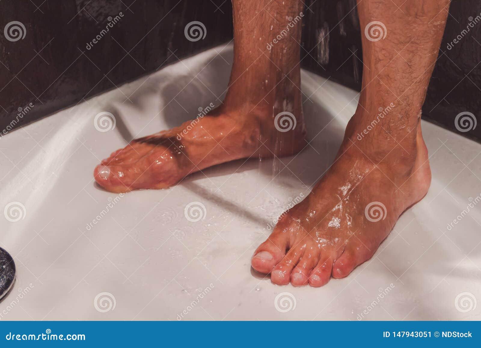 Męscy cieki w prysznic