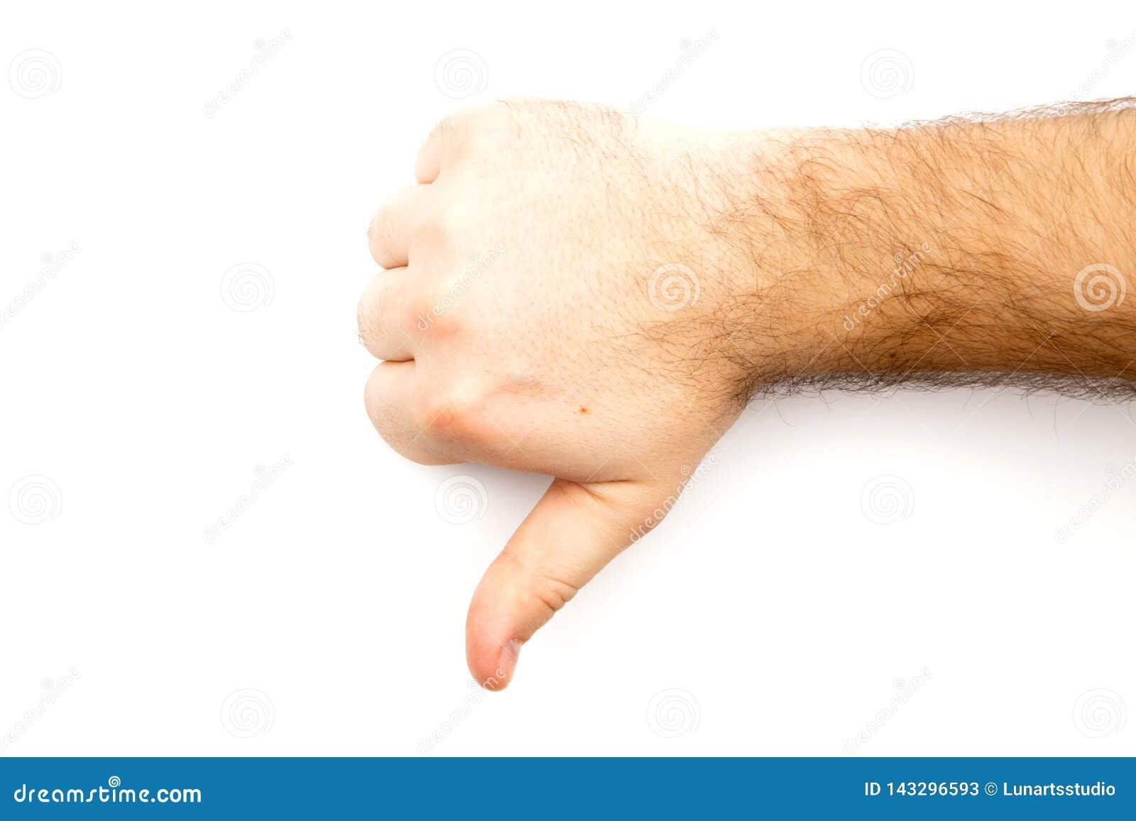 Męska kosmata ręka seansu niechęć, w przeciwieństwie do, nie udać się, nie zgadzać się znaka, kciuka puszka rękę z białym tłem i