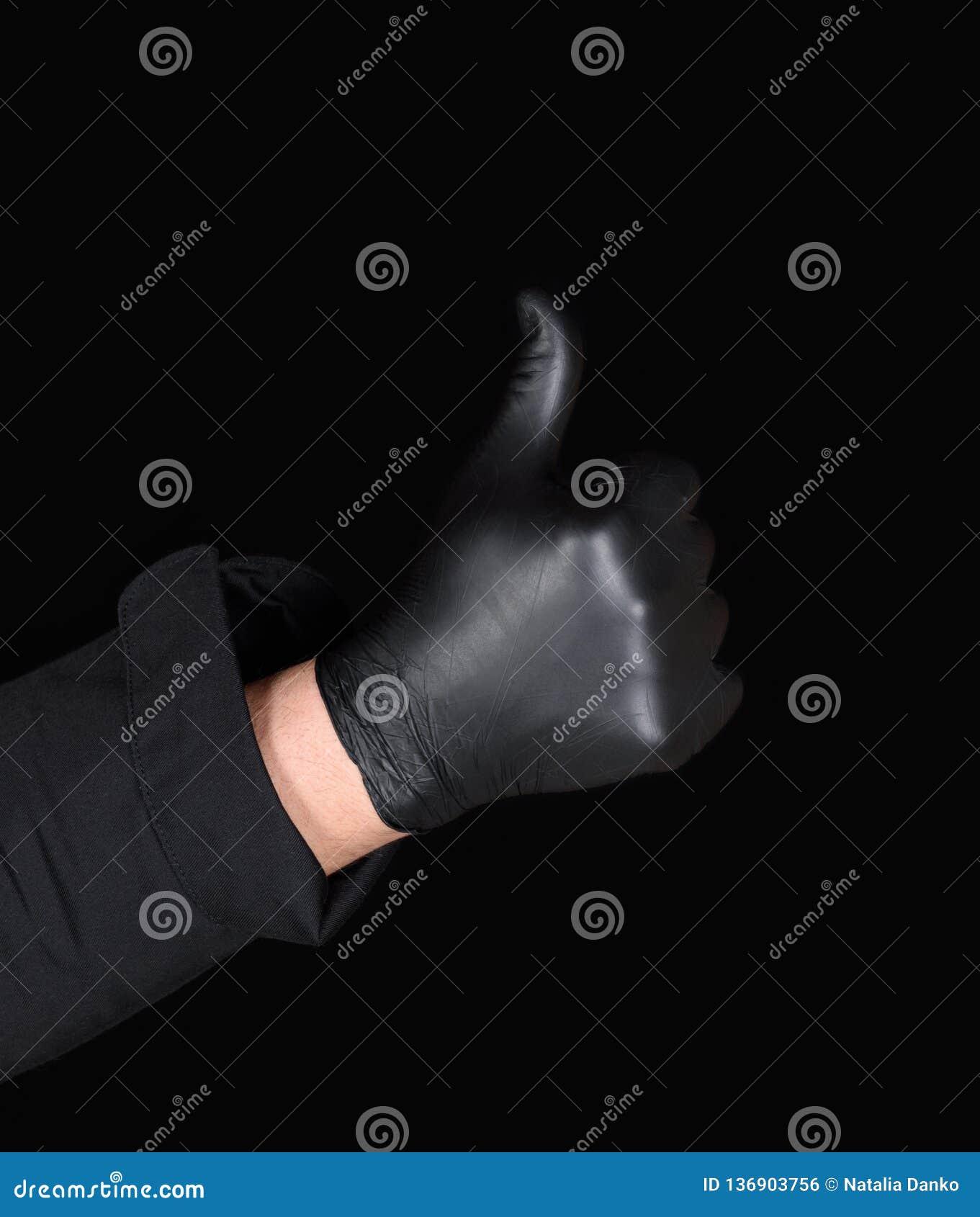 Męska szef kuchni ręka w czarnych lateksowych rękawiczkach pokazuje gest zatwierdzenie