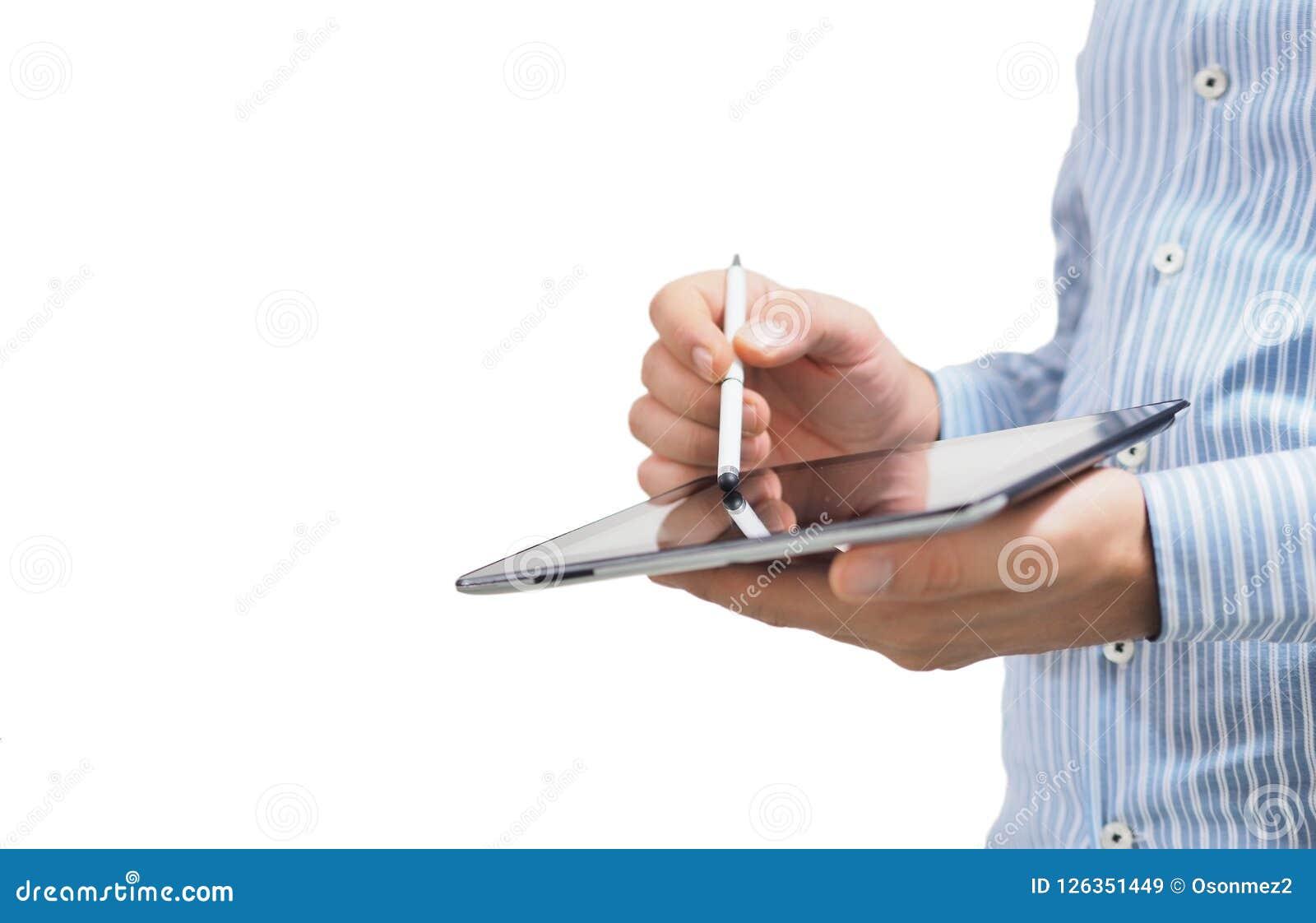 Męski biznesmen trzyma pastylkę w jego ręce konceptualny Używać pastylkę z cyfrowym mądrze piórem