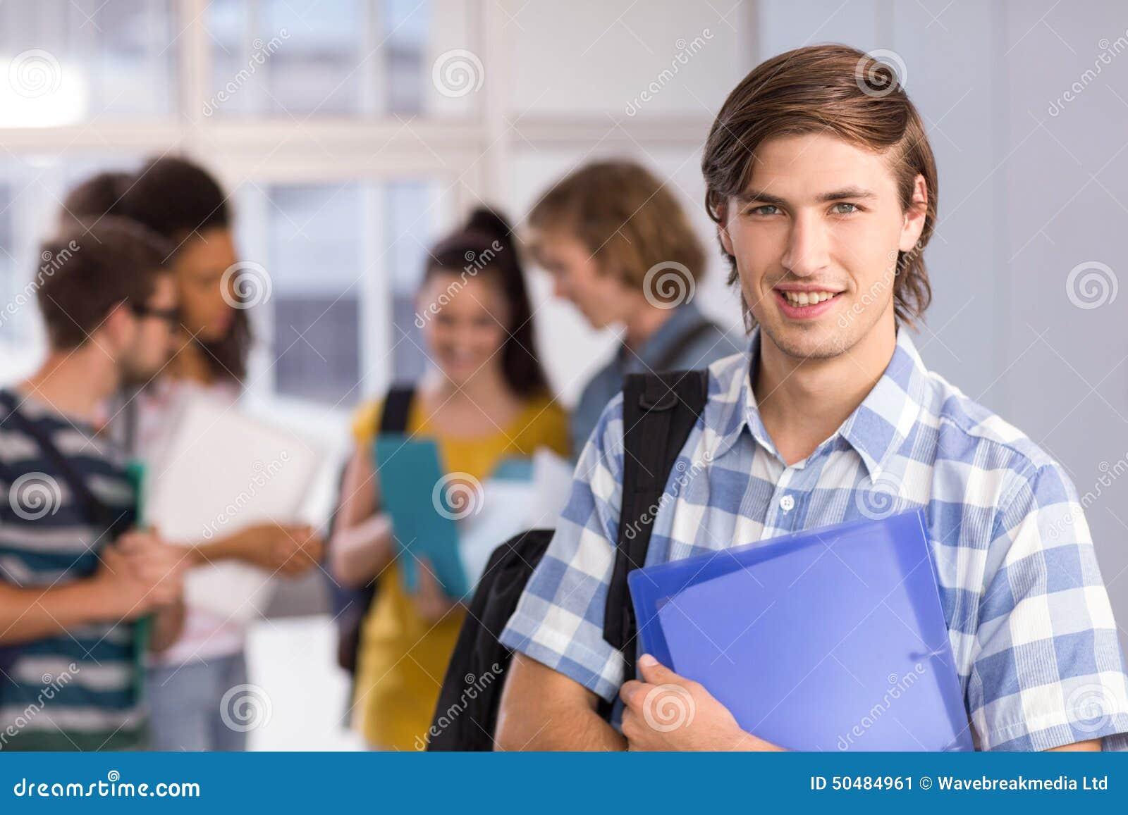 Męskiego ucznia mienia falcówka w szkole wyższa