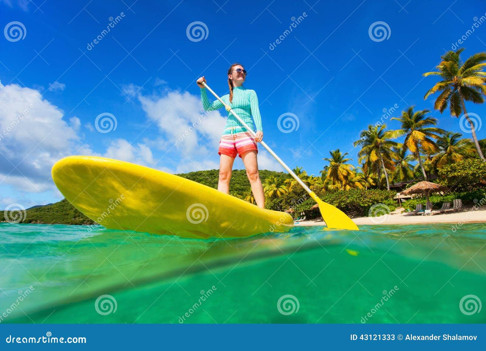 Młoda aktywna kobieta na wakacje