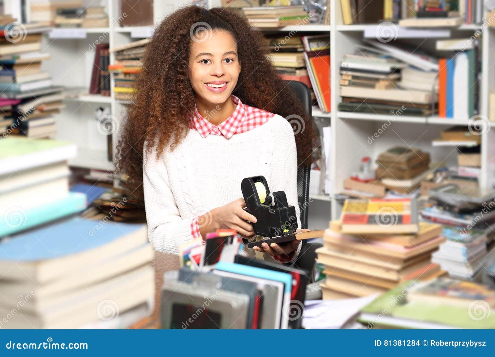 Młoda bibliotekarka
