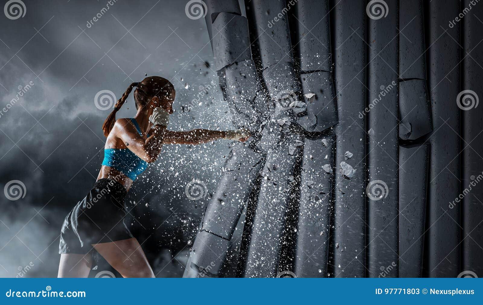 Młoda bokser kobieta Mieszani środki