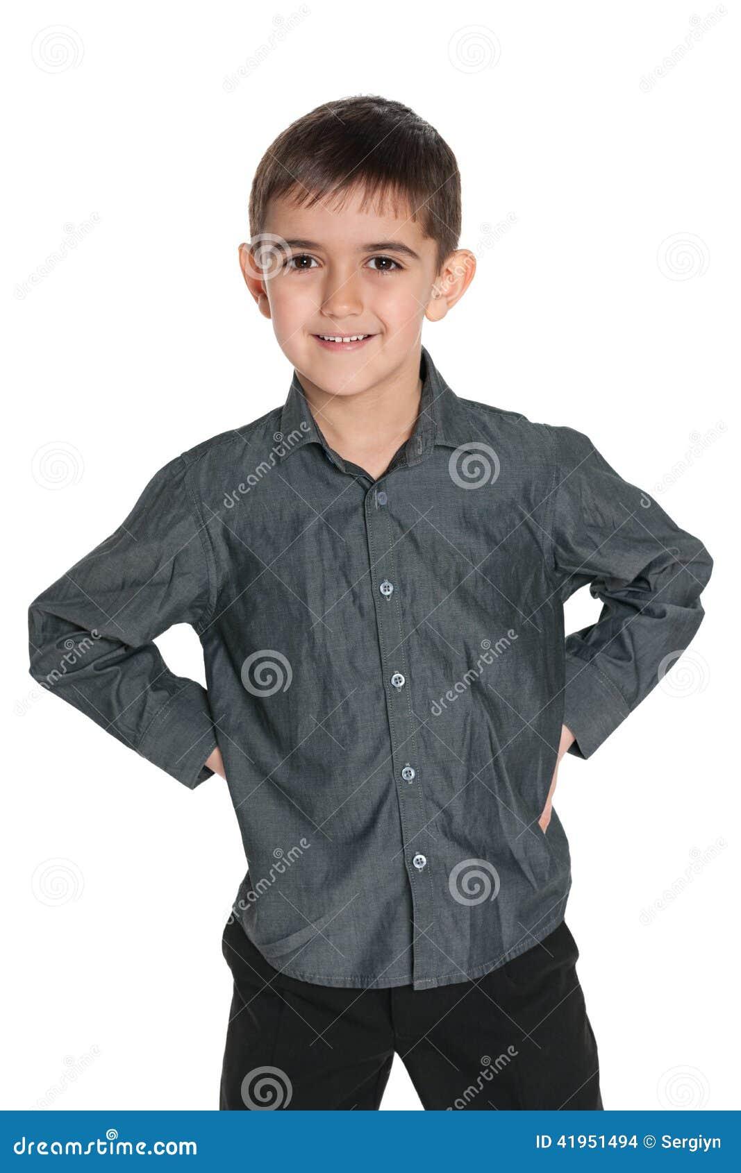Młoda chłopiec w szarej koszula