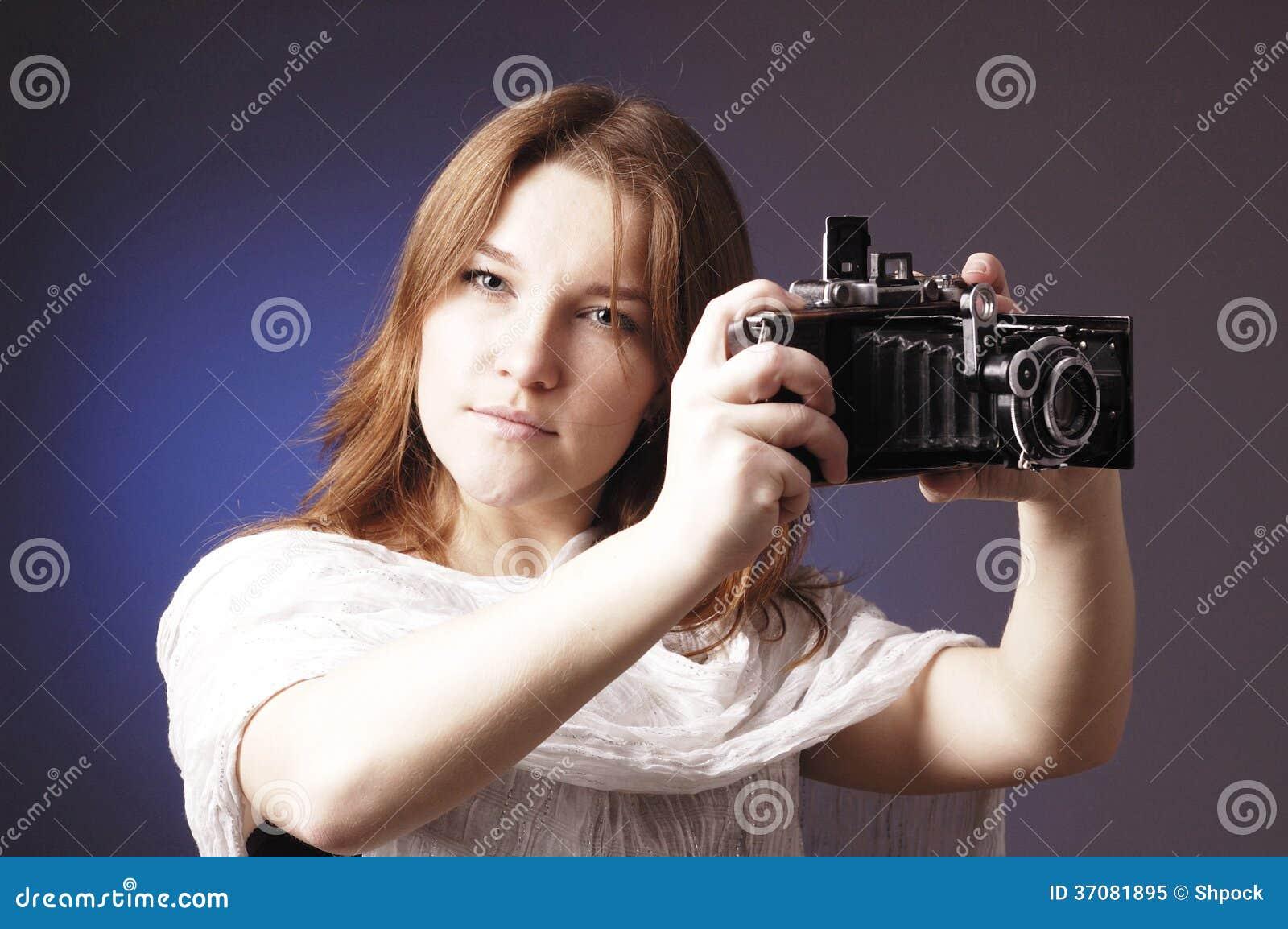 Download Młoda Dziewczyna Z Retro Kamerą Obraz Stock - Obraz złożonej z femaleness, niezrównoważenie: 37081895