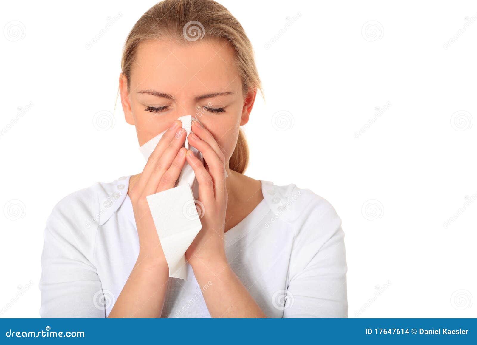 Młoda kobieta dostać grypę