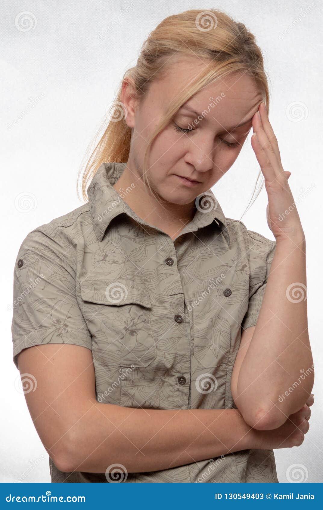 Młoda Kobieta Z migreną