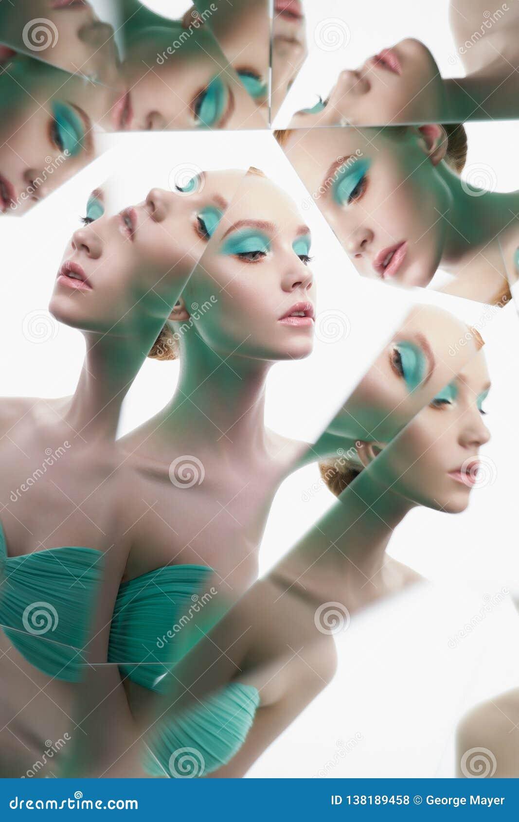 Młoda piękna kobieta z jaskrawym colorfull makeup odizolowywającym na białym tle