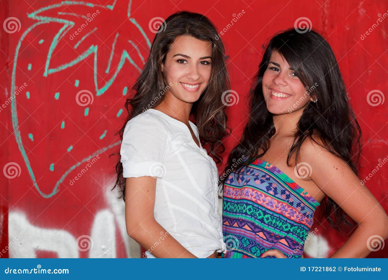 Młode ładne kobiety