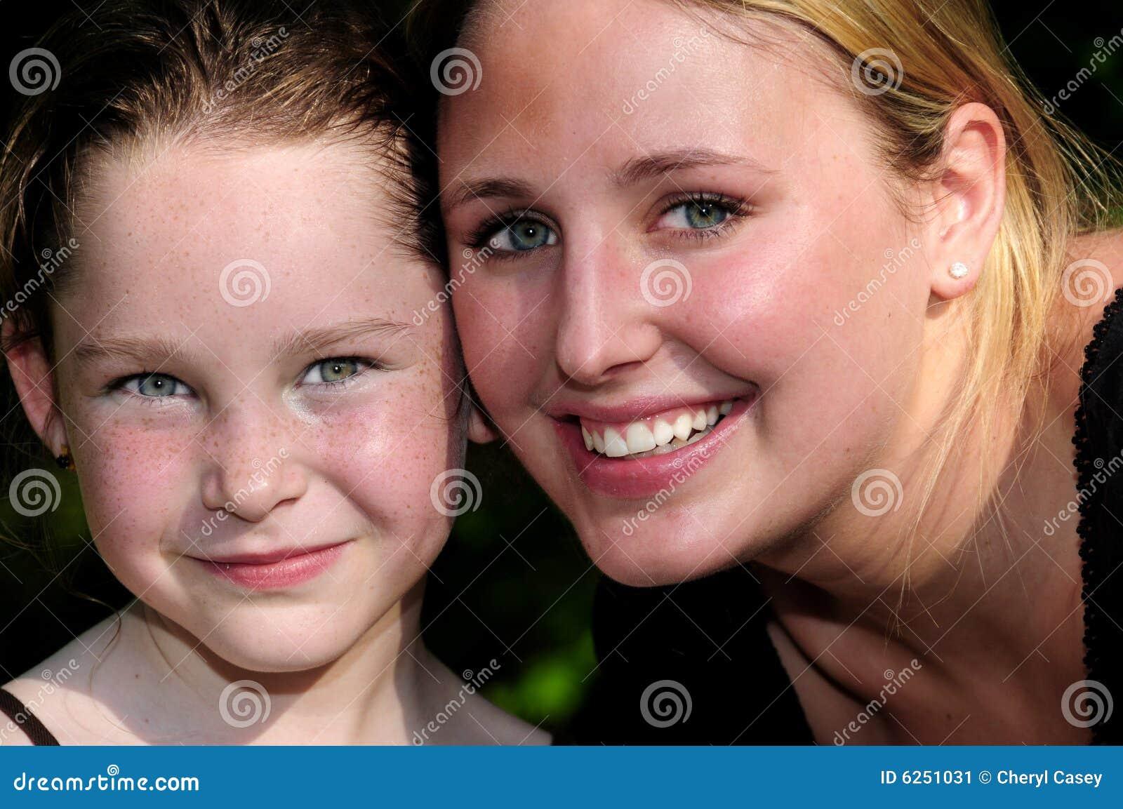 Młode kobiety dziecka