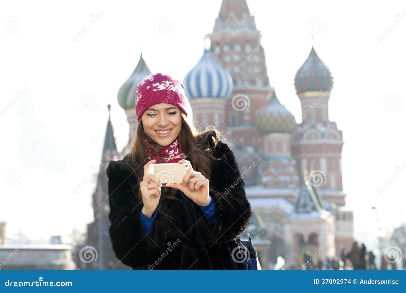 Download Młode Kobiety Fotografujący Przyciągania W Moskwa Zdjęcie Stock - Obraz złożonej z klimat, osoba: 37092974
