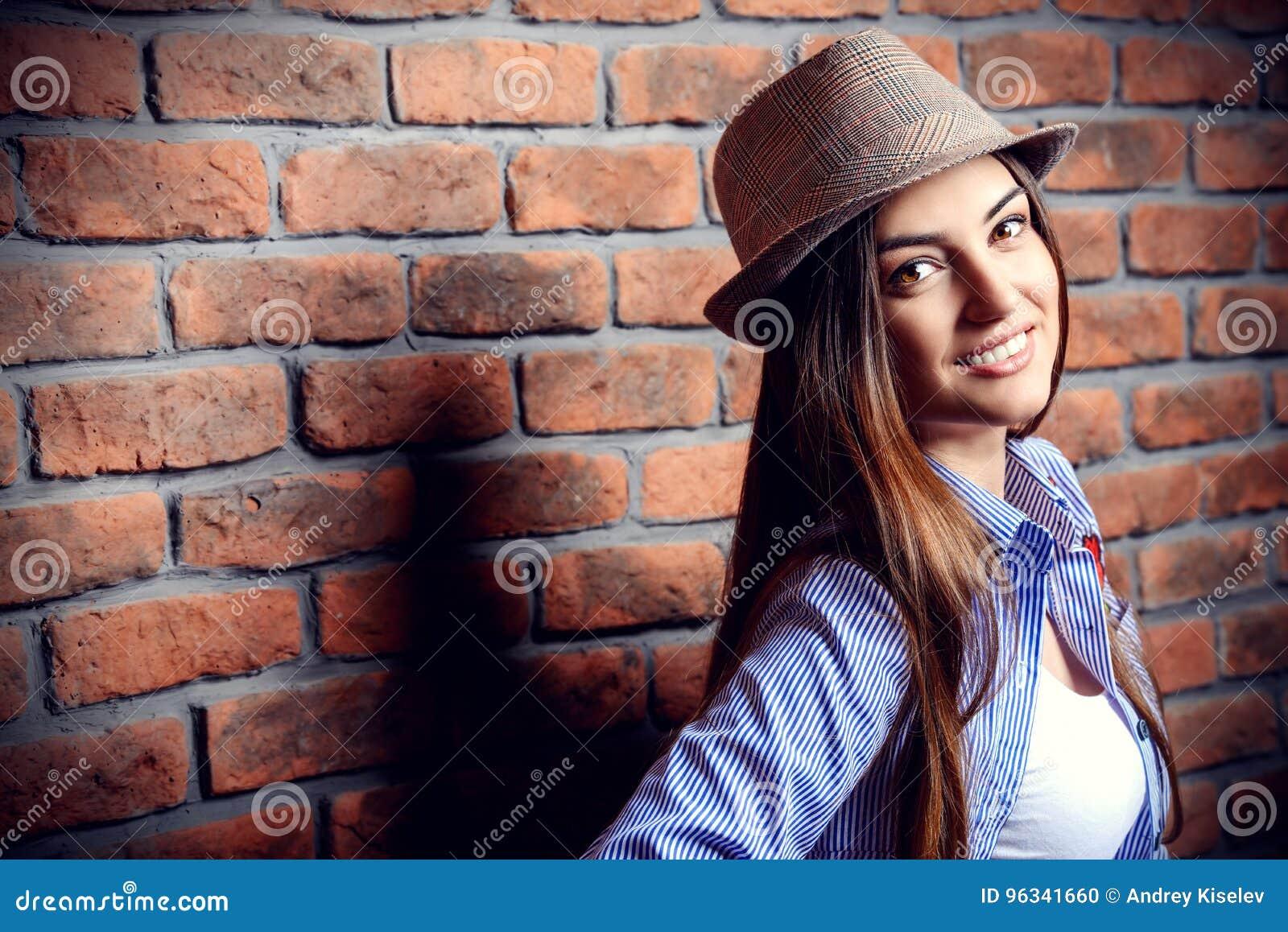 Młode kobiety szczęśliwi
