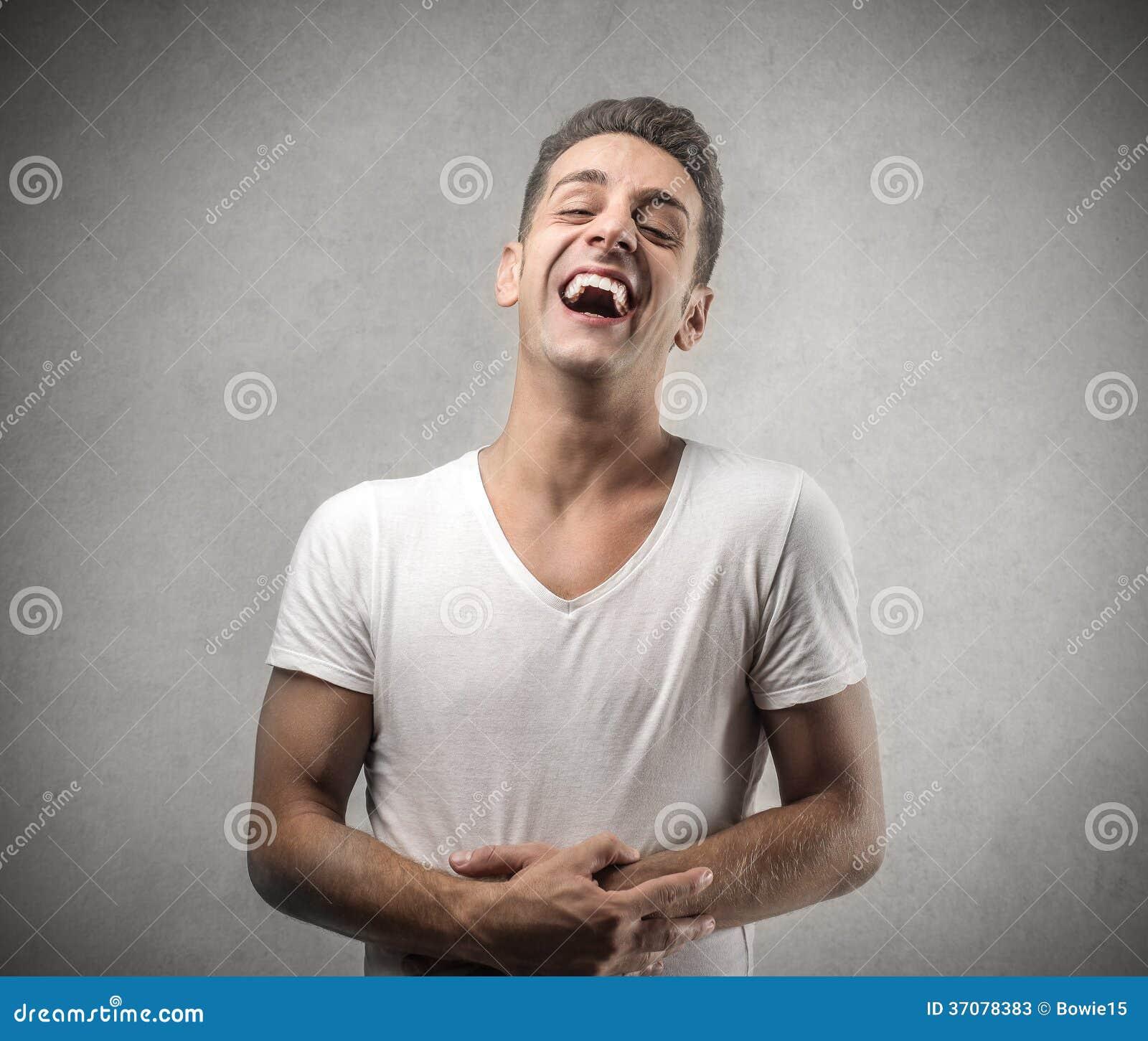 Download Młodego Człowieka śmiać Się Obraz Stock - Obraz złożonej z czupiradło, okaleczający: 37078383