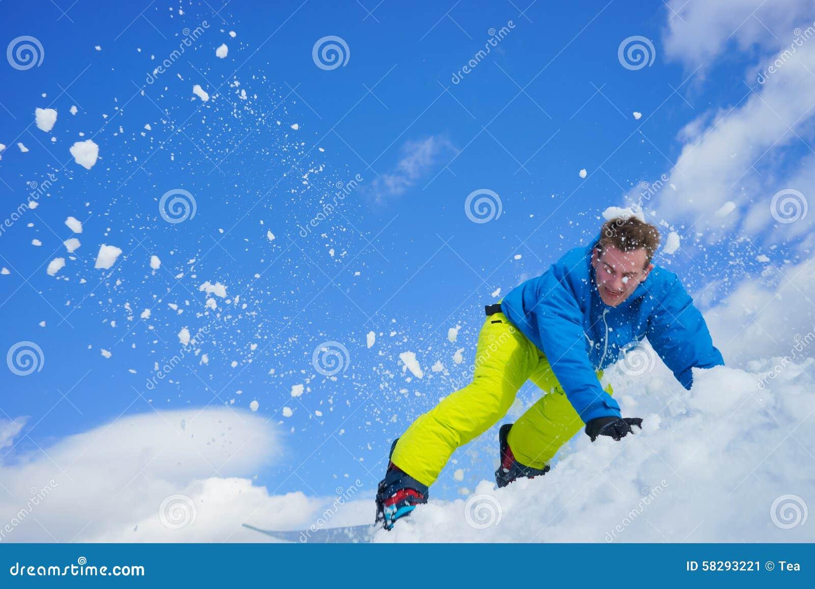 Młody człowiek na snowboard