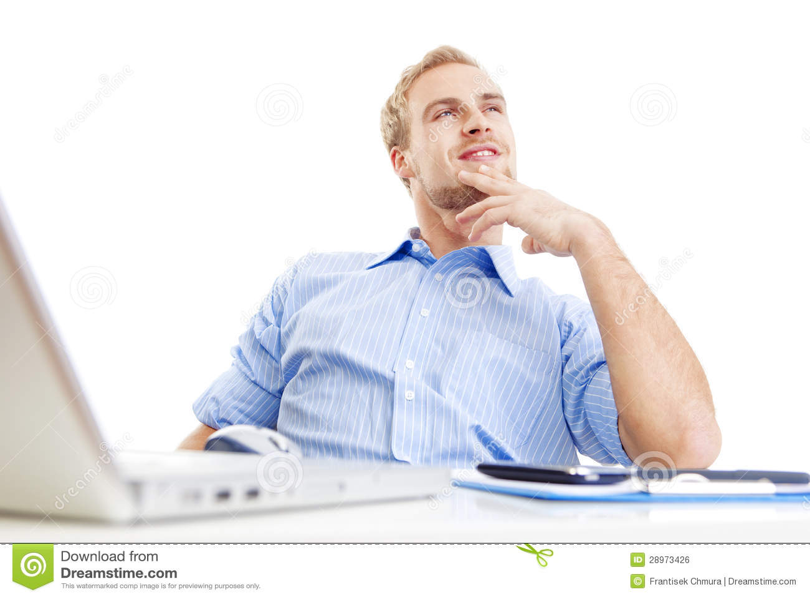 Młody człowiek przy biurowym rojeniem