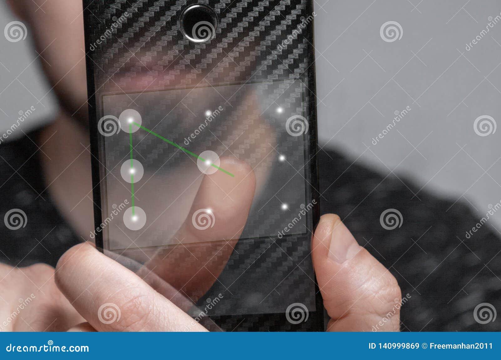 Młody człowiek używa szablonu ID otwierać telefon