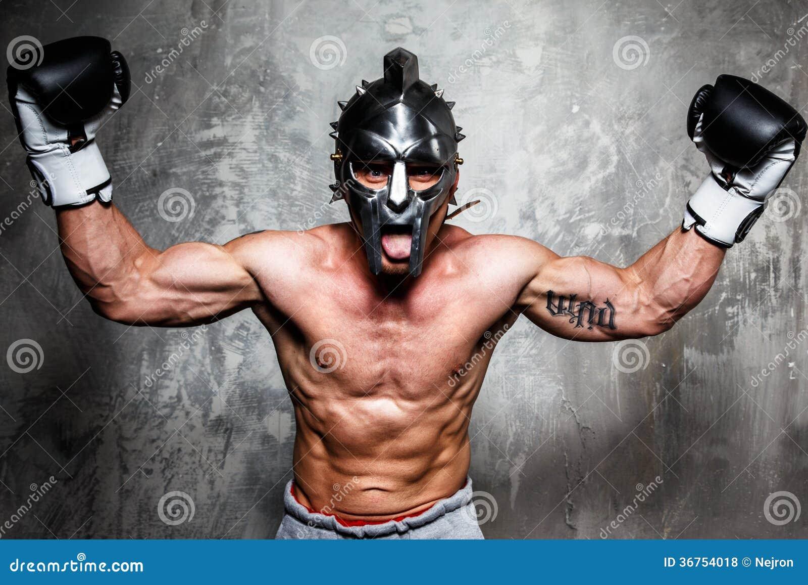 Młody człowiek w bokserskich rękawiczkach