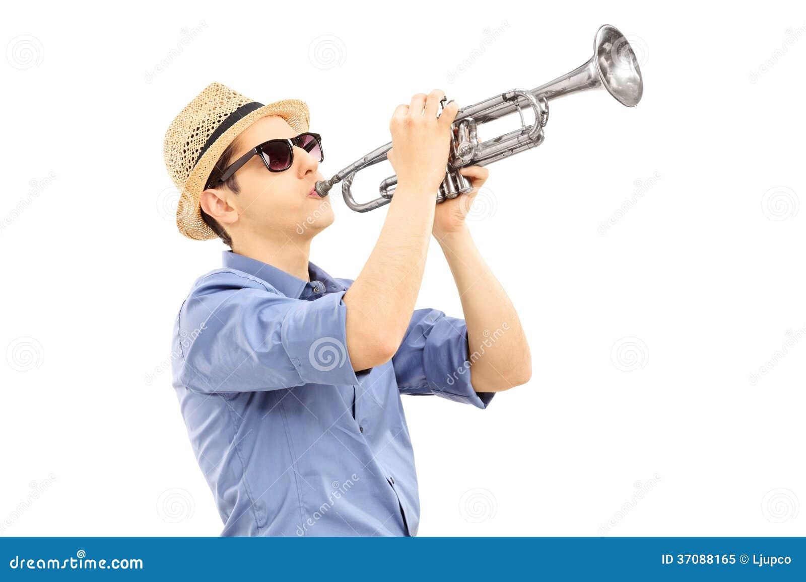 Download Młody Męski Muzyk Bawić Się Trąbkę Obraz Stock - Obraz złożonej z musical, instrument: 37088165