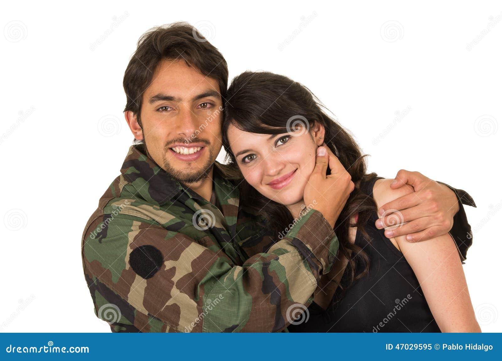 Młody militarny żołnierz wraca spotykać jego żony