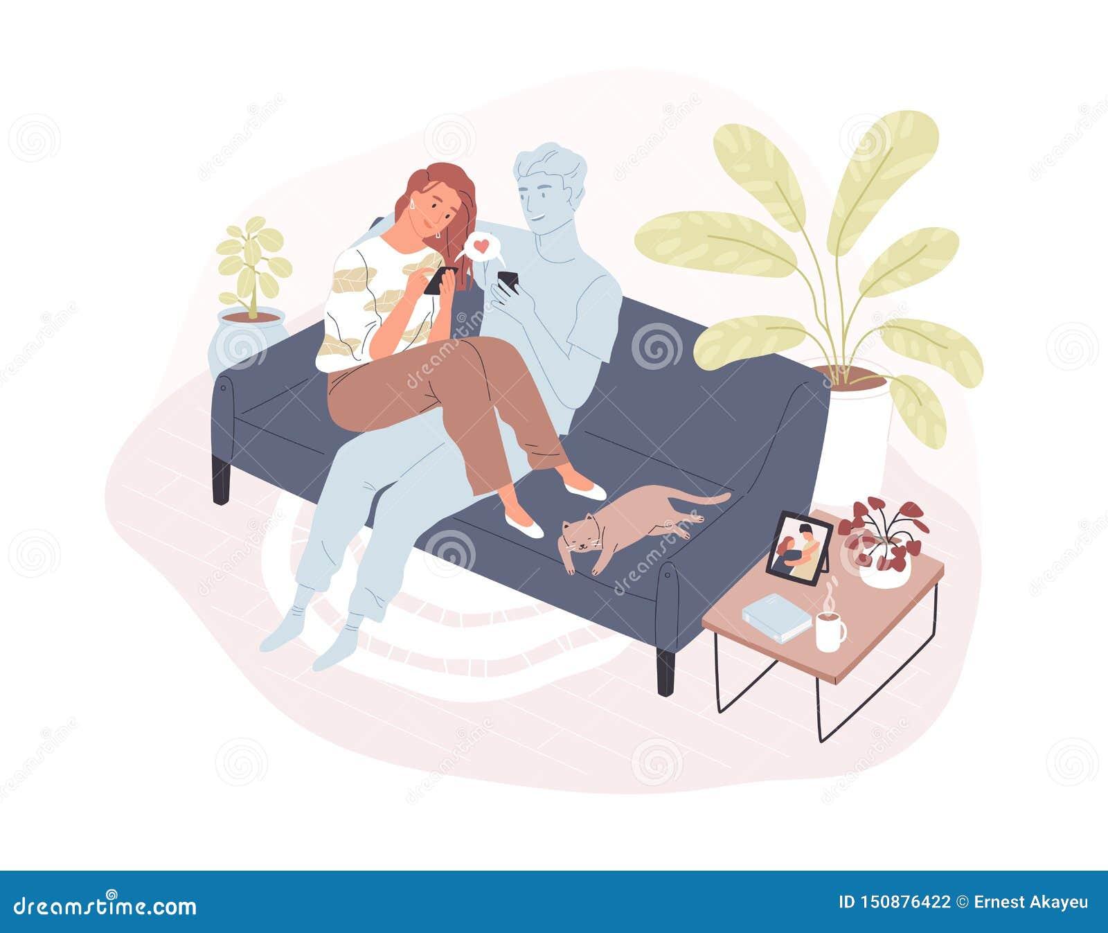 Młody uśmiechnięty kobiety obsiadanie na comfy kanapie z jej wirtualnym romantycznym partnerem, mienia smartphone i dosłanie, koc