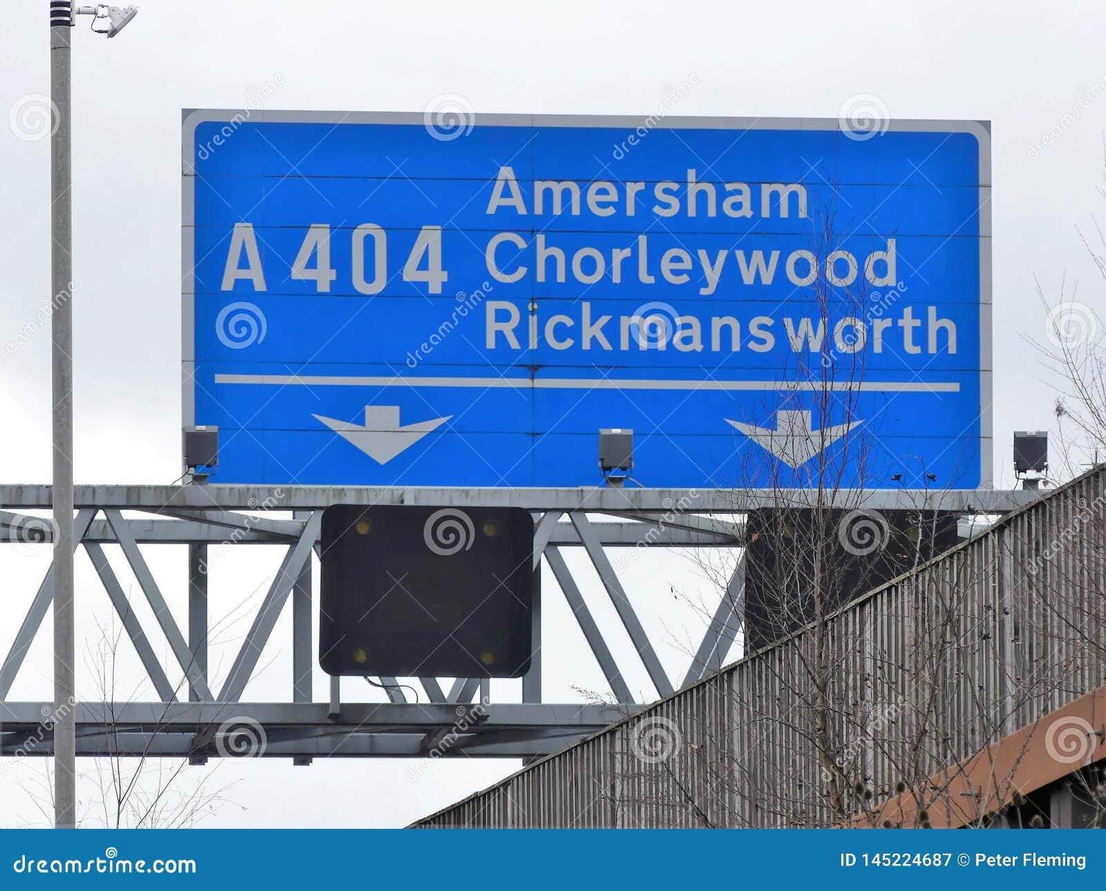 M25 σημάδι εξόδων αυτοκινητόδρομων στη σύνδεση 18 για Amersham, Chorleywood και Rickm