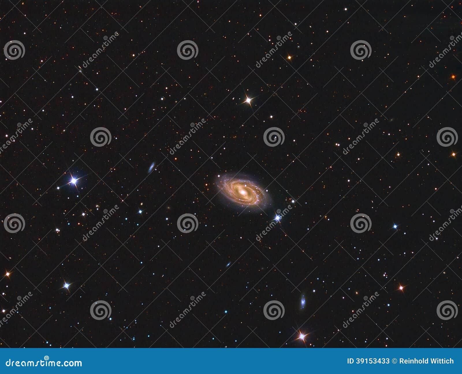 M109禁止的旋涡星云