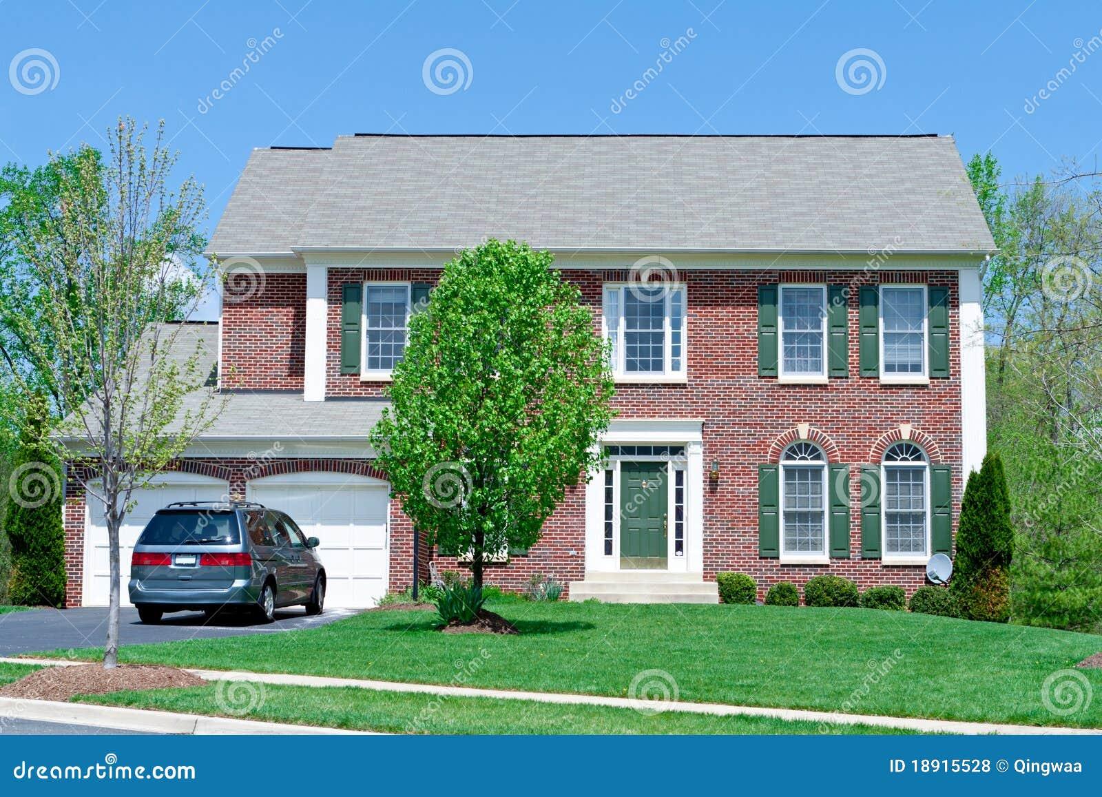 M d het in de voorsteden van het voor van de baksteen enige van de familie huis van het huis - Fotos van eigentijds huis ...