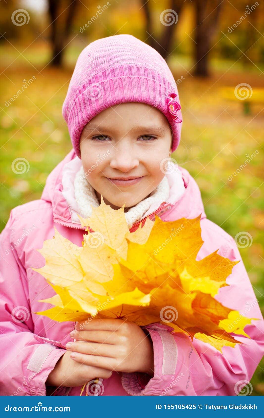 M?dchen am Herbst
