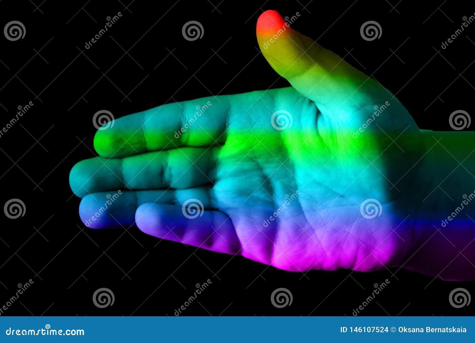 M?ng- kul?r hand p? en svart bakgrund