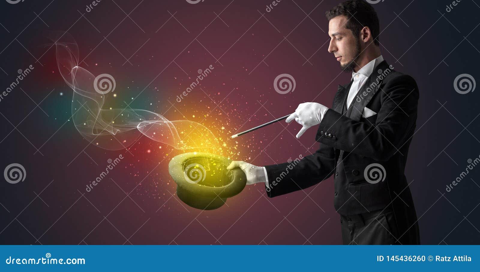 M?o do ilusionista que faz o truque com varinha